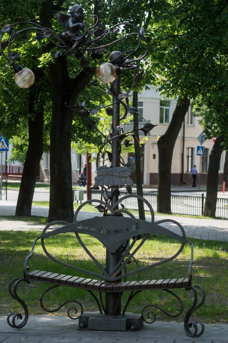Брест в сквере на улице Гоголя. Место для поцелуев.