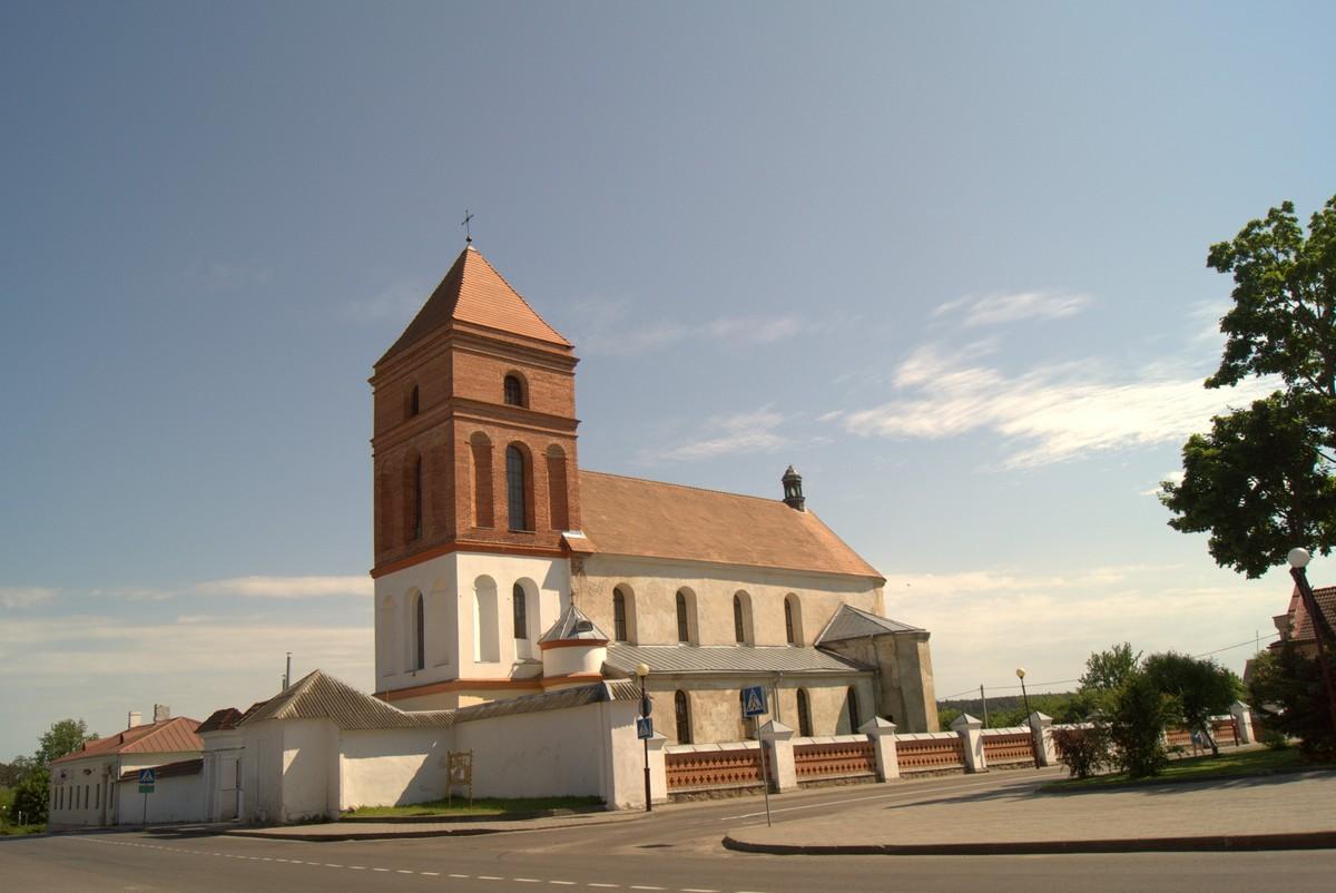 Мир. Церковь св. Николая на главной площади.