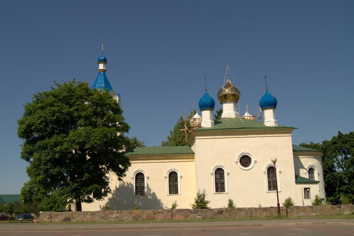 Мир. Свято-Троицкая церковь.