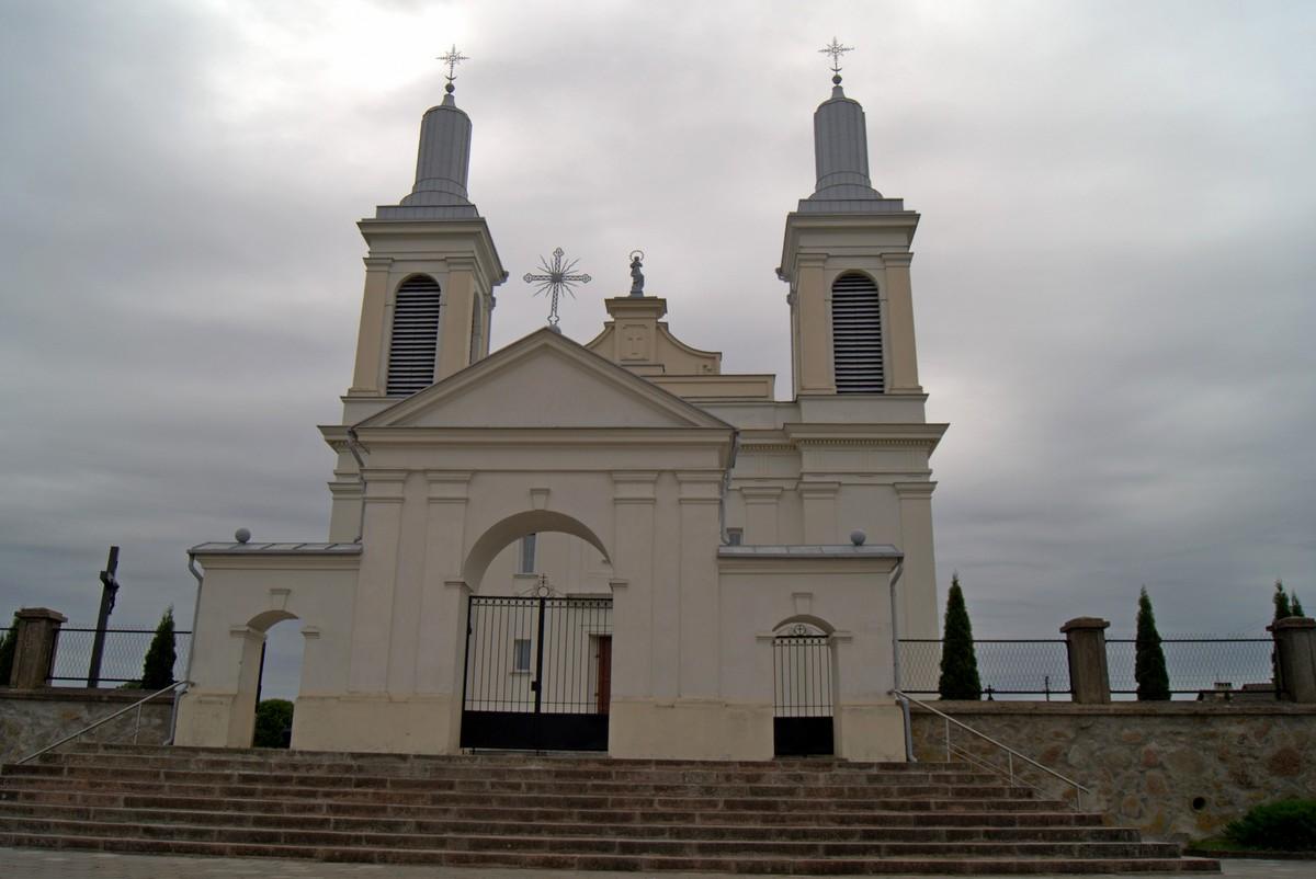 Волковыск. У церкви Святого Вацлава.