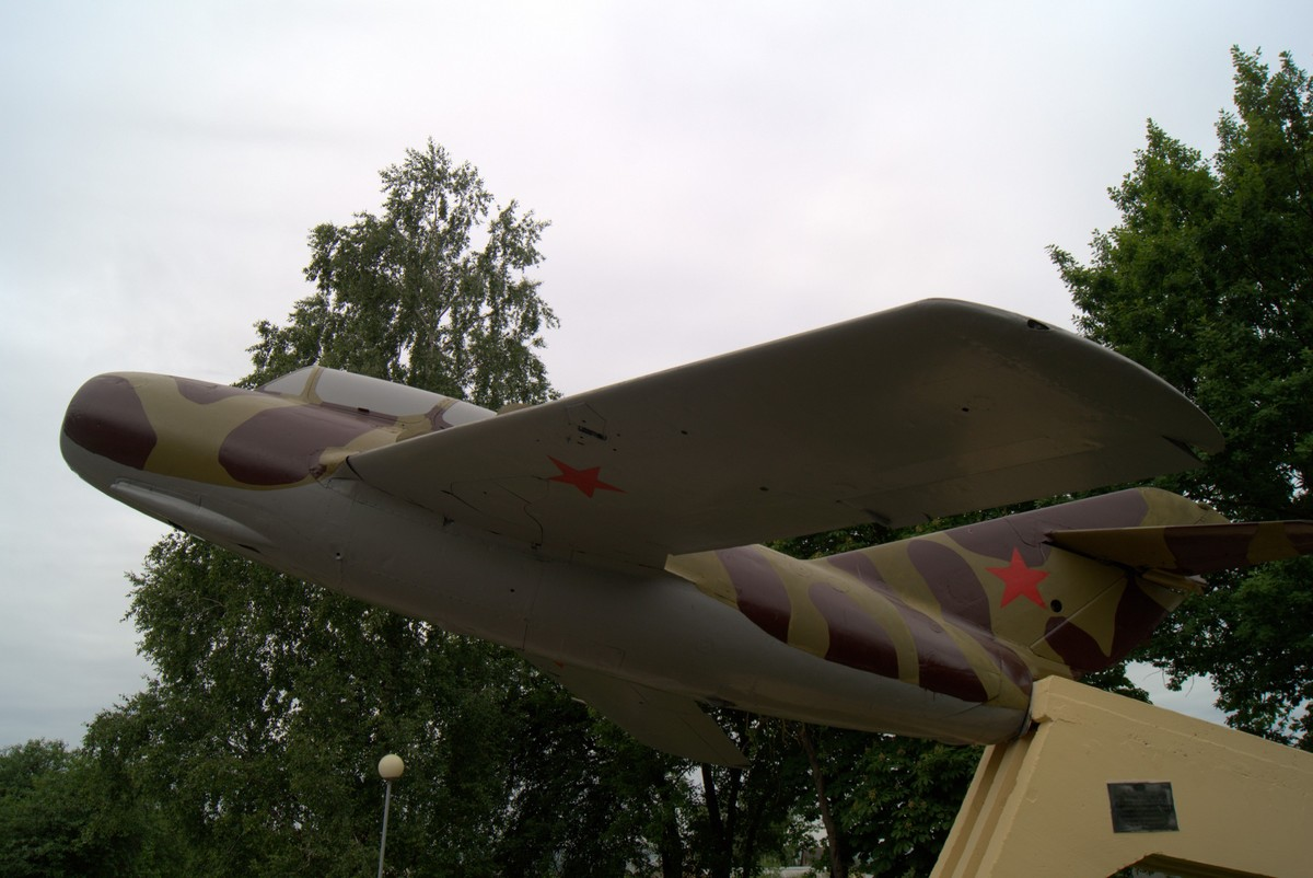 Волковыск.  Летчикам истребительной и штурмовой авиации. МИГ-15.