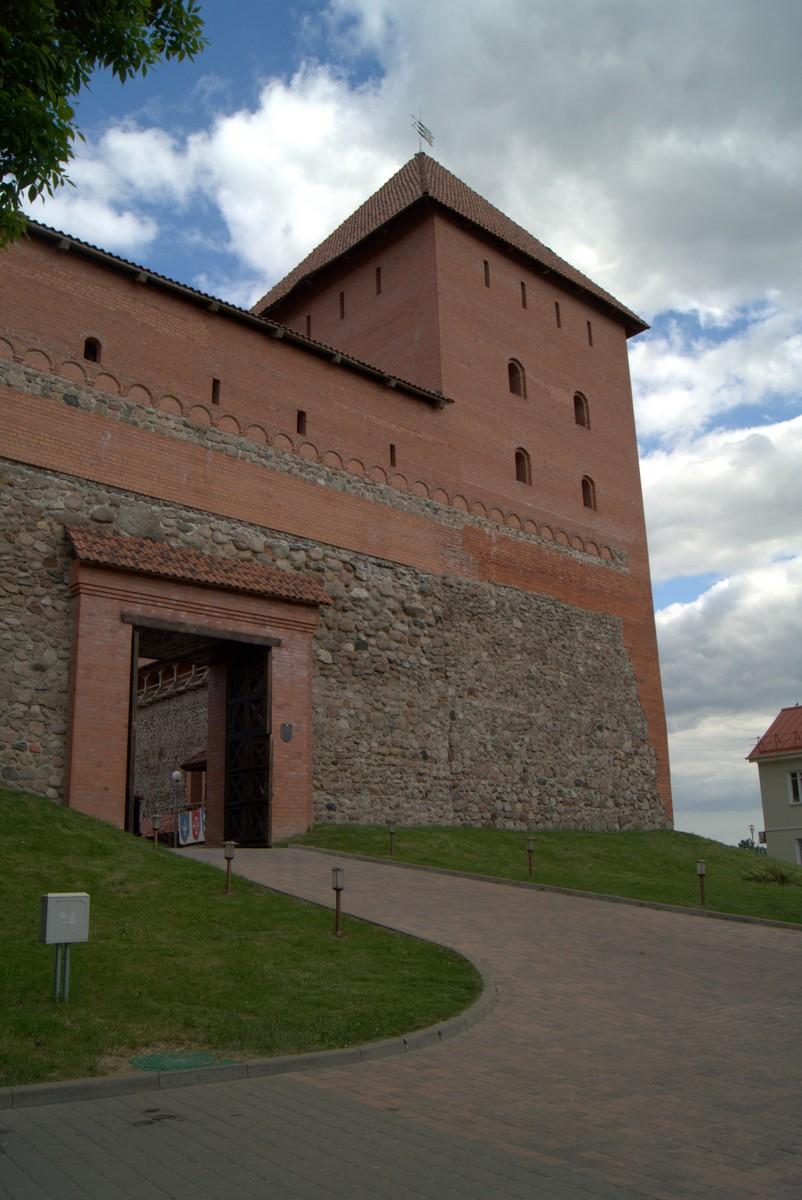 Лида. Главные ворота Лидского замка.