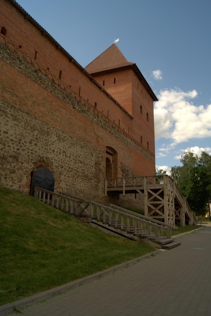 Лида. У восточной стены Лидского замка.