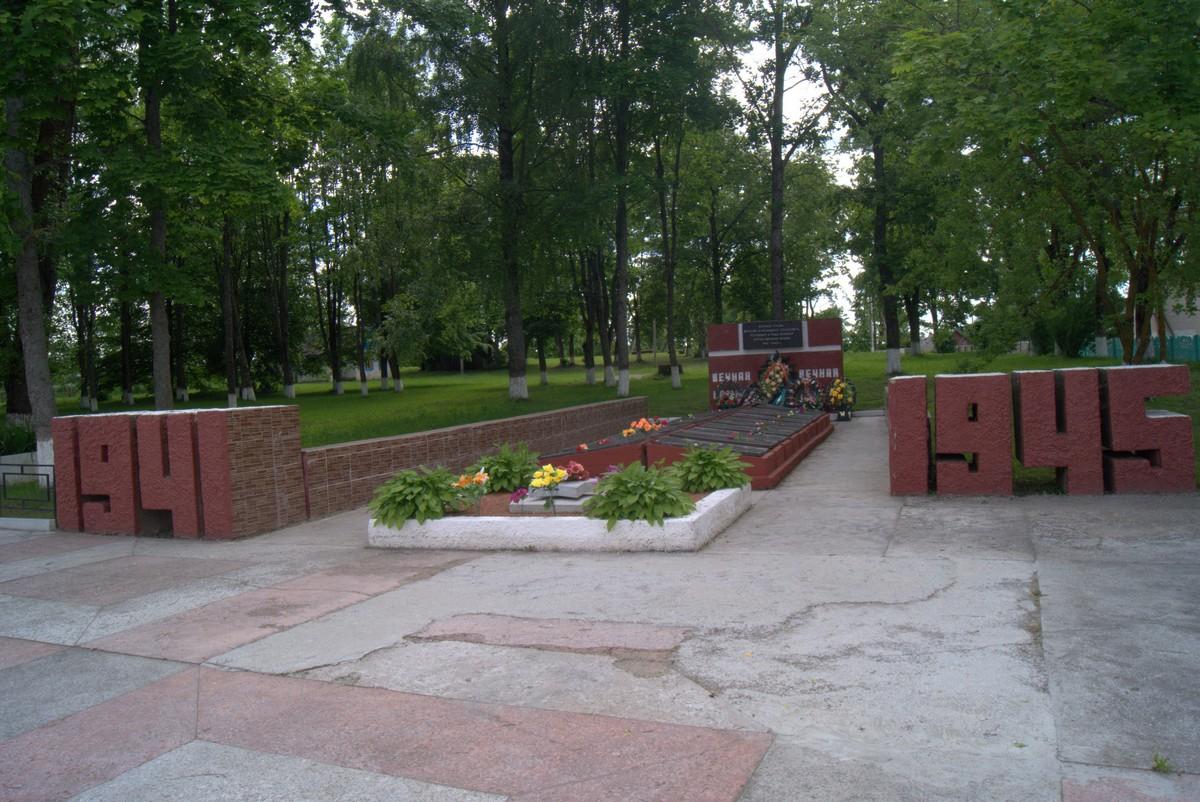 Белоруссия. Клястицы. На мемориале.