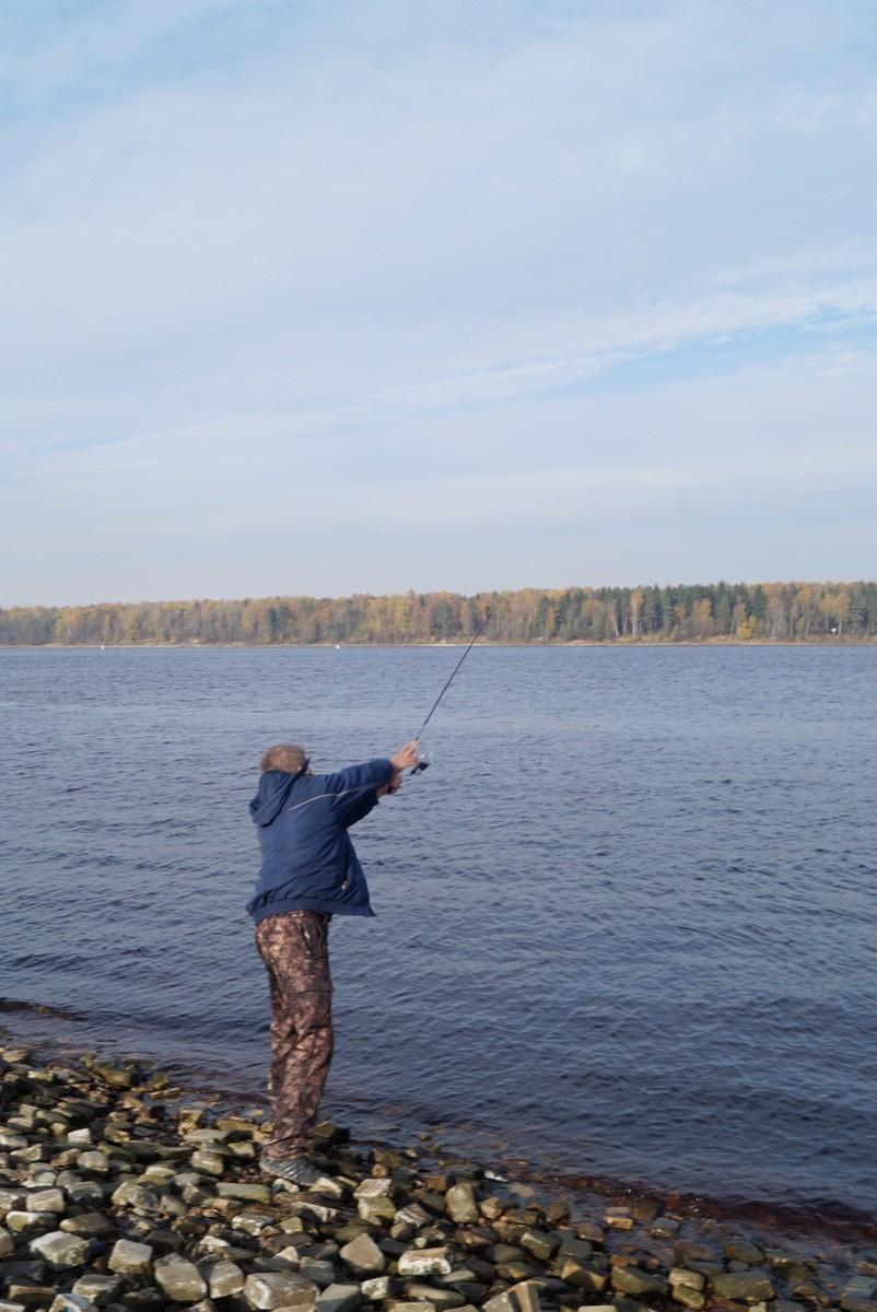 Ловим рыбу на Неве.