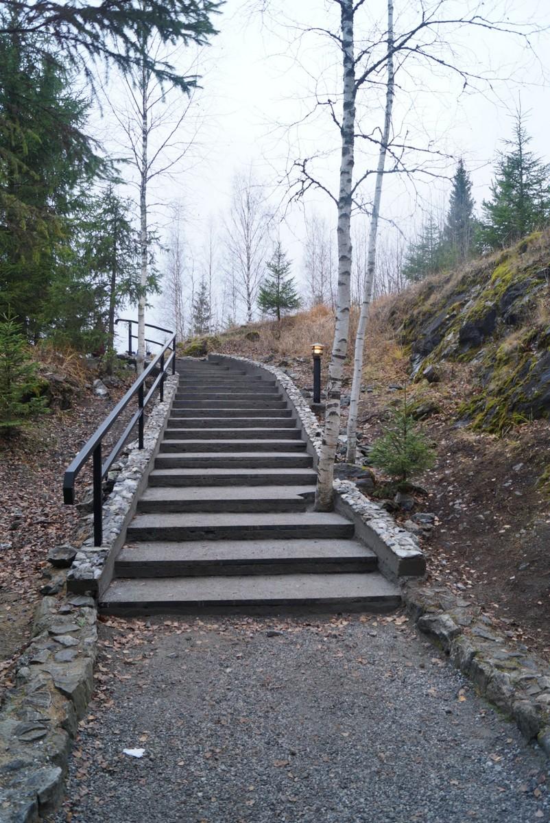 Рускеала. Лестница на маршруте в горном парке.