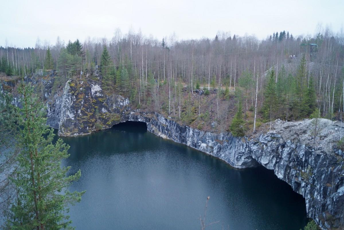 """Горный парк """"Рускеала"""" и пещеры мраморного карьера."""