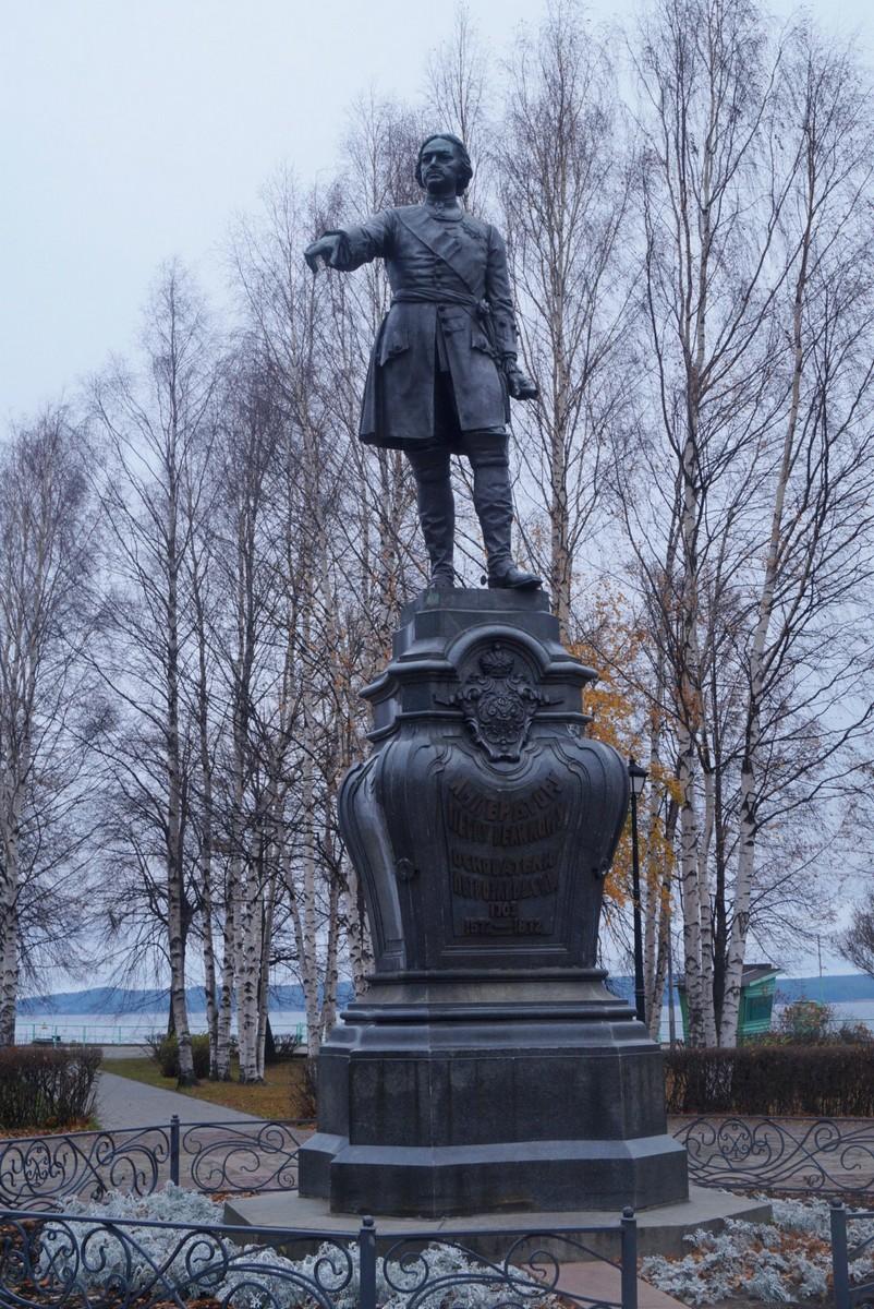 Петрозаводск. Памятник Петру Великому в Петровском сквере.