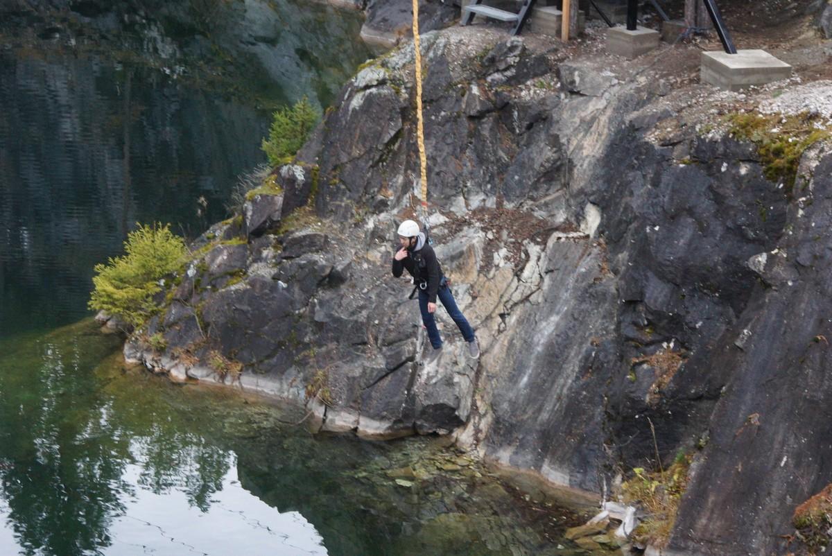 Рускеала. Большой Мраморный карьер и роуп-джампинг. После прыжка.