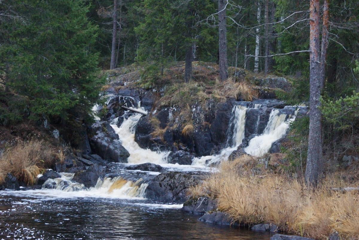 """Лесной парк """"Водопады Ахинкоски"""". Водопад."""