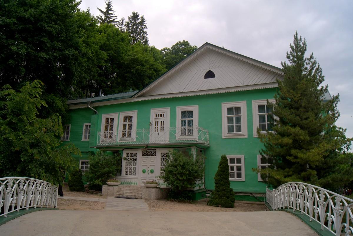 Псково-Печерский монастырь. Дом настоятеля.