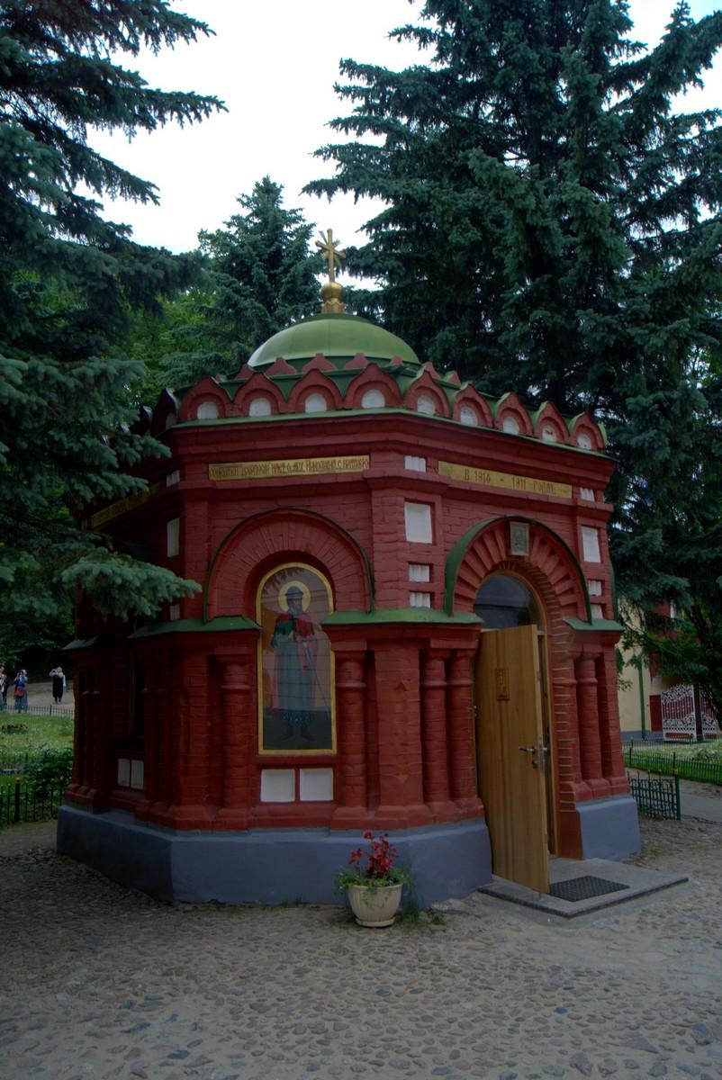 Псково-Печерский монастырь. Святой источник.