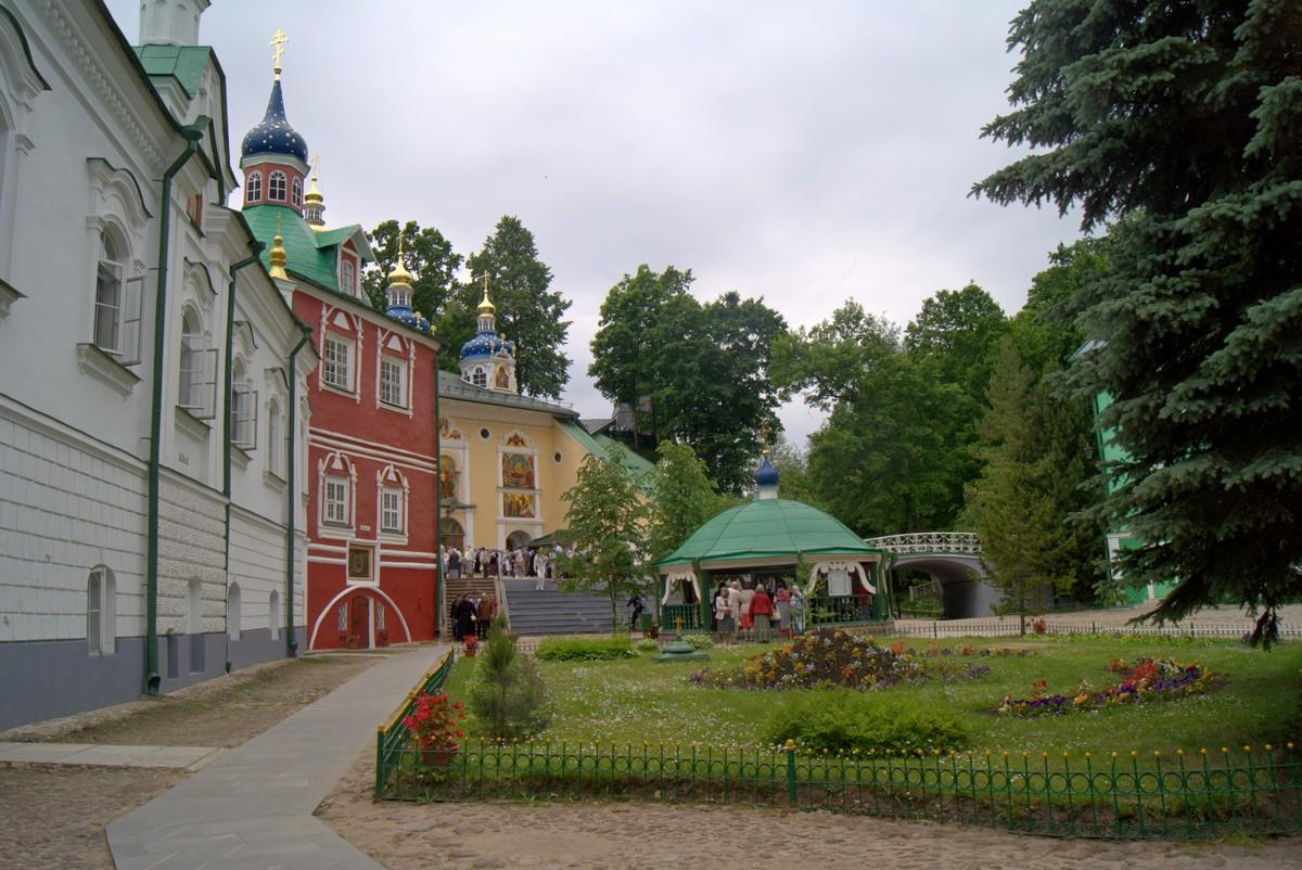 Псково-Печерский монастырь. Июнь.