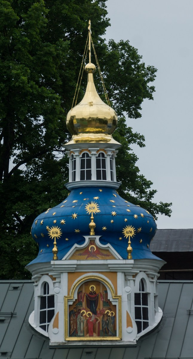 Псково-Печерский монастырь. Покровская церковь. Покров Божией матери.
