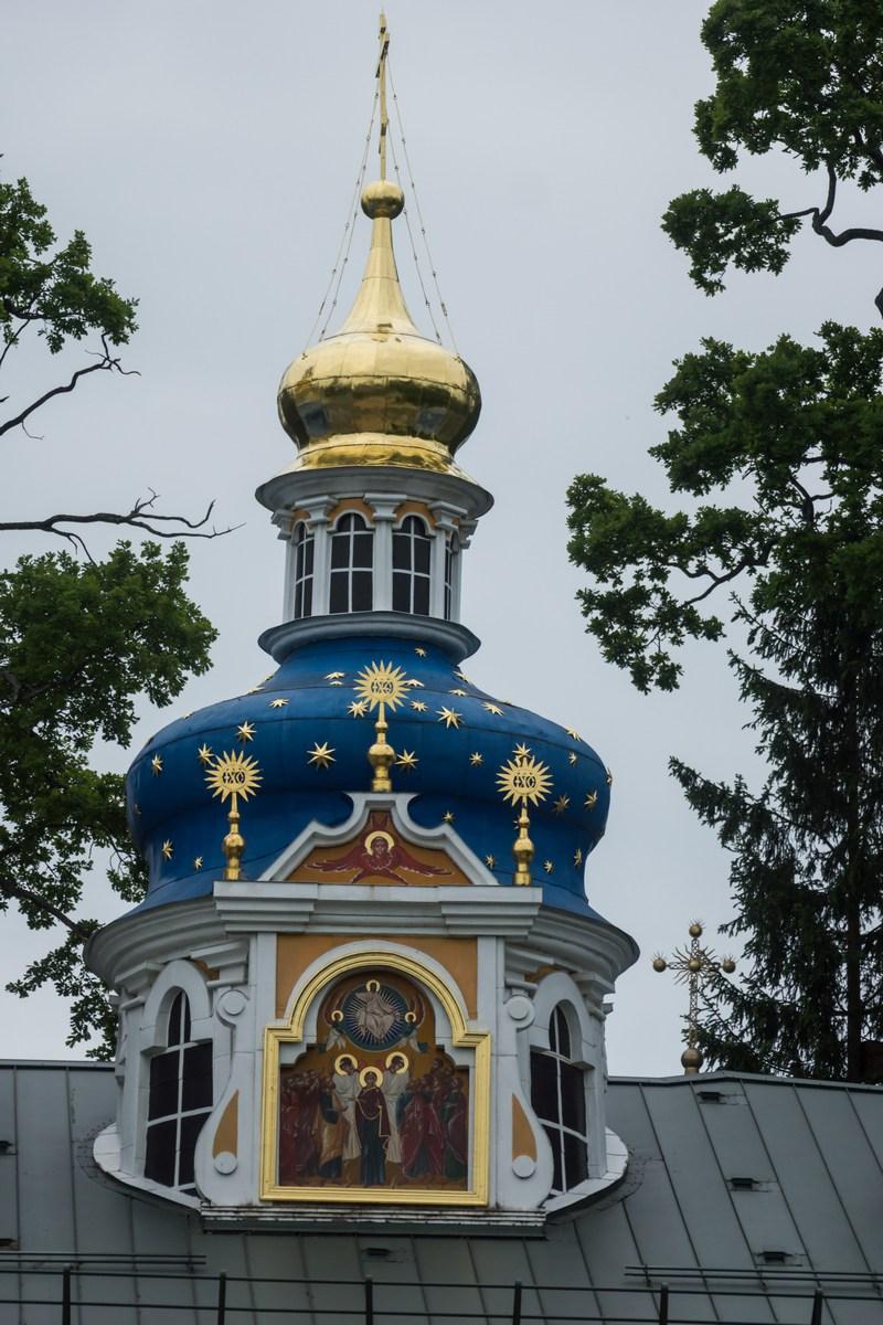 Псково-Печерский монастырь. Покровская церковь. Троица.
