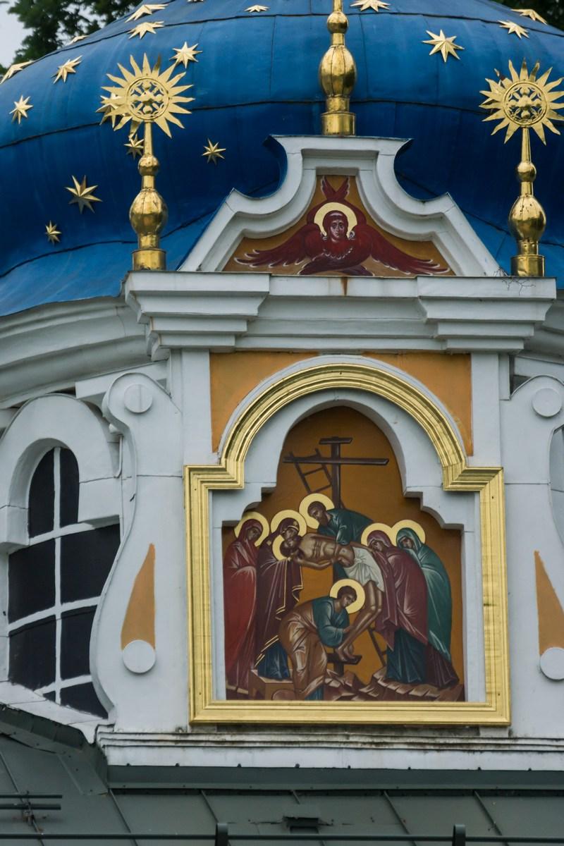 Псково-Печерский монастырь. Покровская церковь. Снятие с креста.