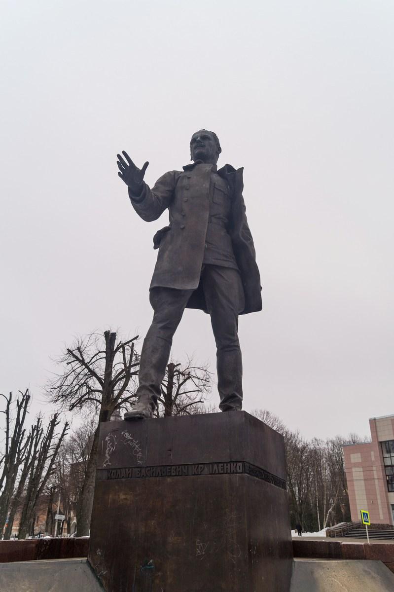 Памятник Крыленко в Смоленске.