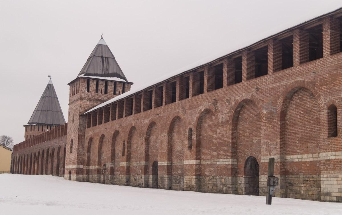 Участок Смоленской крепостной стены. Башни Зимбулка и Долгочевская.
