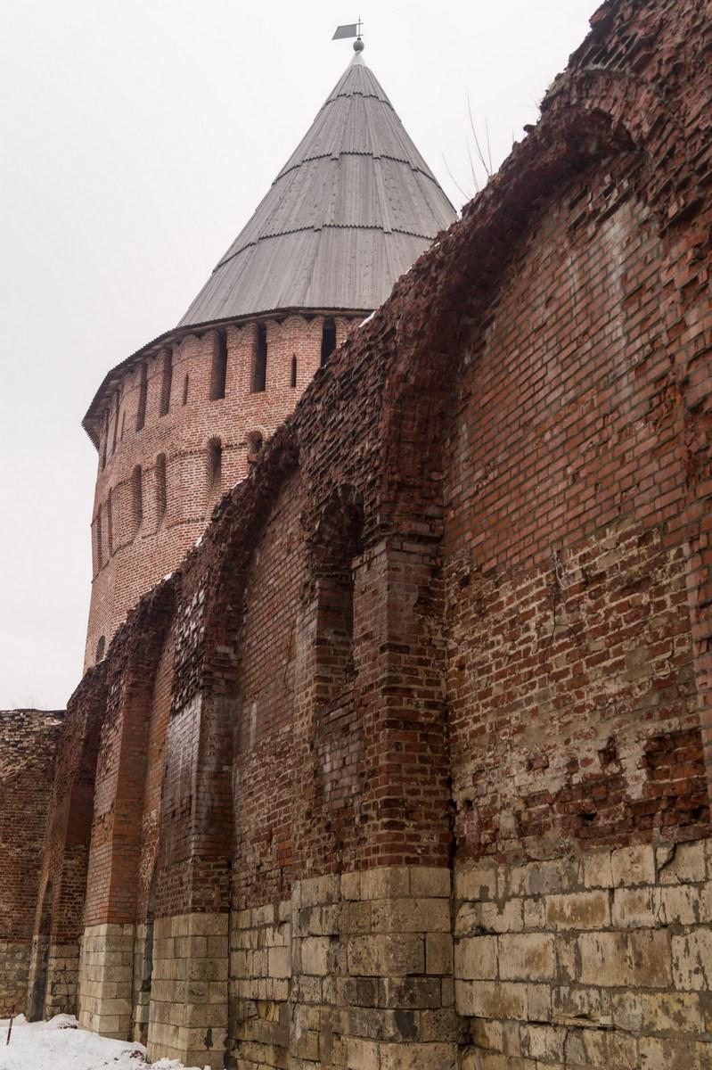Смоленск. Крепостная стена и башня Веселуха.