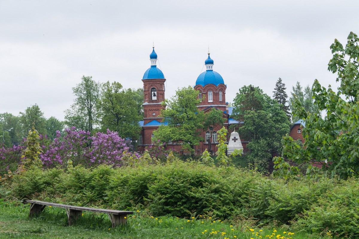 Рождествено. Церковь Пресвятой Богородицы. Вид от музея-усадьбы.