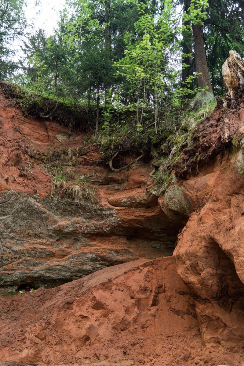 Рождествено. Красный песчаник у берегов Грязны.