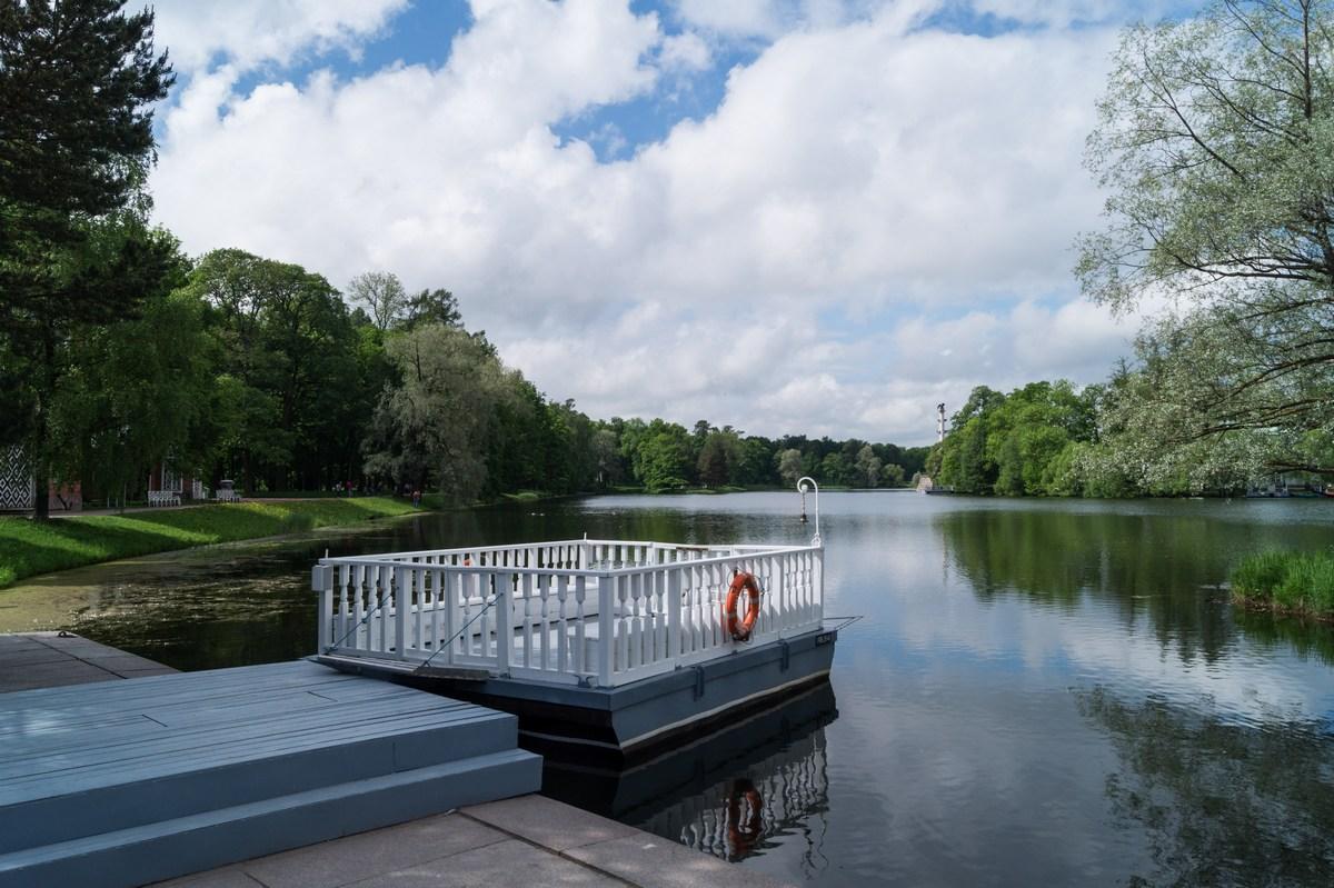 Пушкин. Екатерининский парк. У паромной переправы на Большом пруду.
