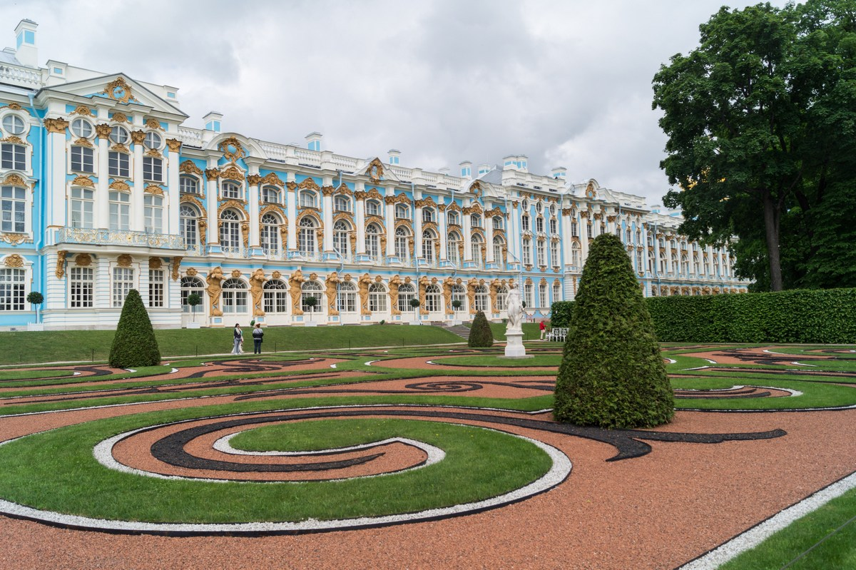 Пушкин. Екатерининский парк. Перед Екатерининским дворцом.