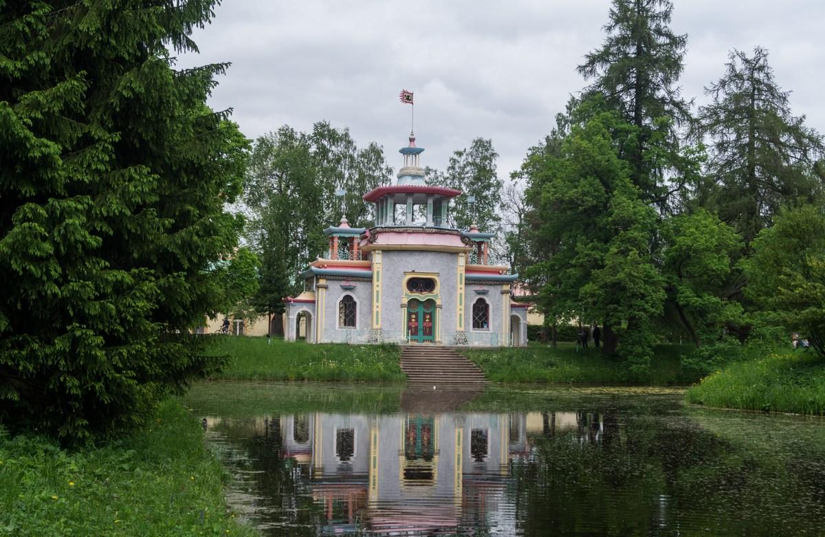 Пушкин. Екатерининский парк.Скрипучая беседка у пруда.