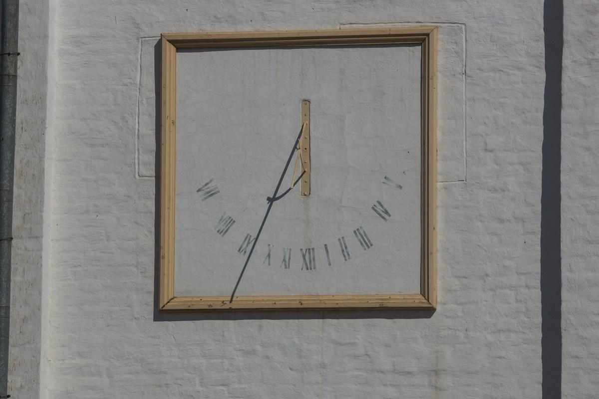 Соловецкий монастырь. Часы на здании Рухлядной палаты.