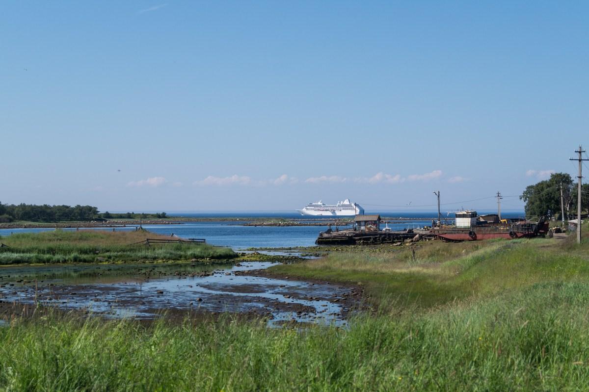 Большой Соловецкий остров. Идем к монастырю. Вид на Белое море.