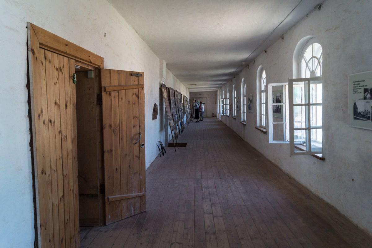 Соловецкий монастырь. Галерея между Успенской церковью и Спасо - Преображенским собором.