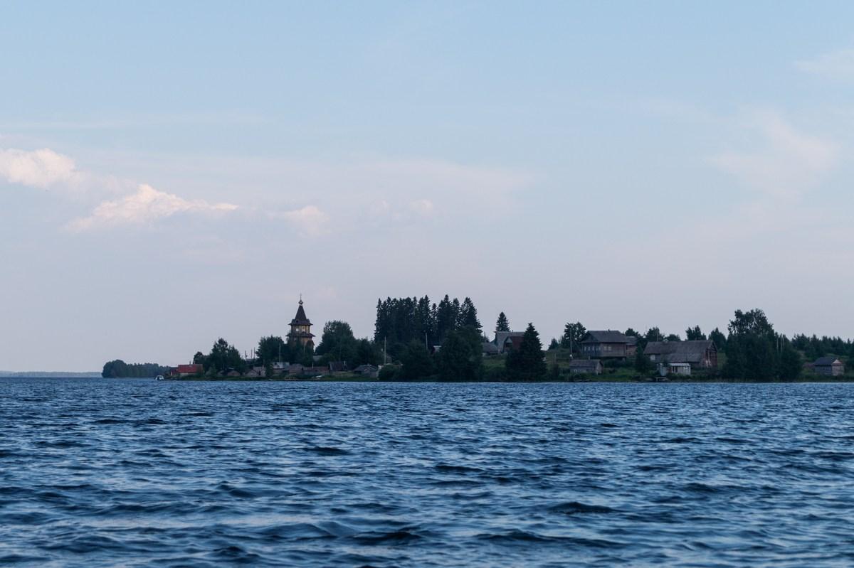 Карелия. Шуезеро. Вид на деревню с озера.
