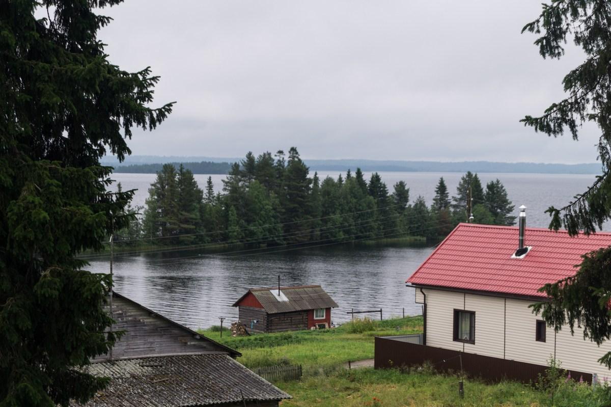 Карелия. Шуезеро. Вид на озеро из коттеджа.