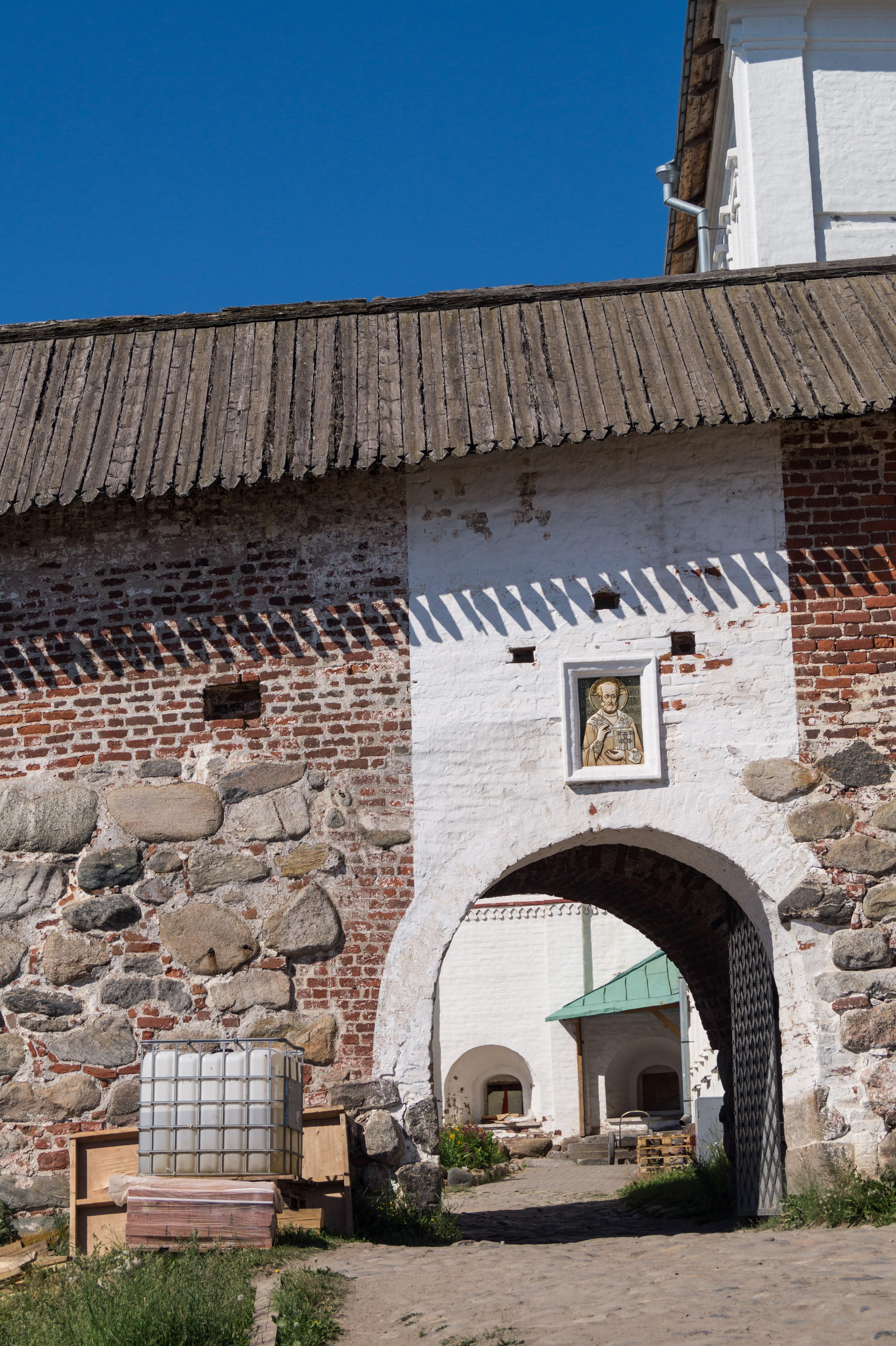 Соловецкий монастырь. Никольские ворота.