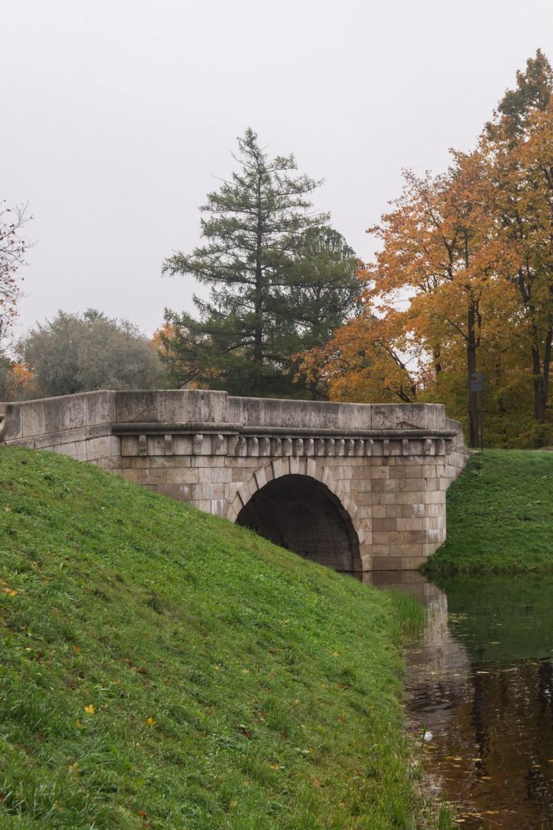 Гатчинский парк. Золотая осень, остатки лета и Карпин мост.