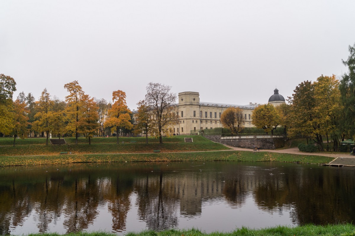 Гатчина. Вид с Карпина пруда на Большой Гатчинский дворец.