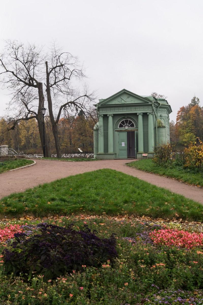 Гатчинский парк. У павильона Венеры. Начало октября.