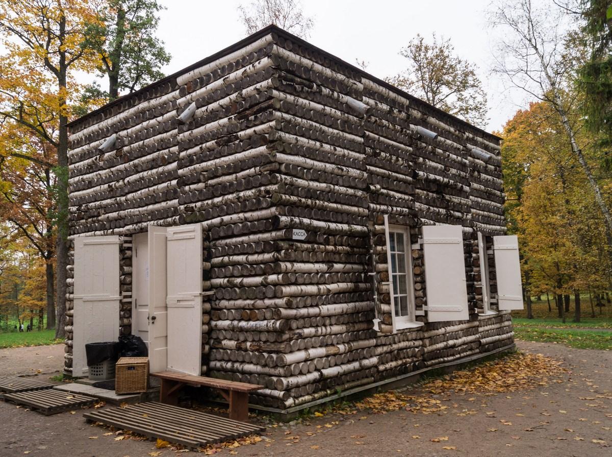 Гатчинский парк. Березовый домик.