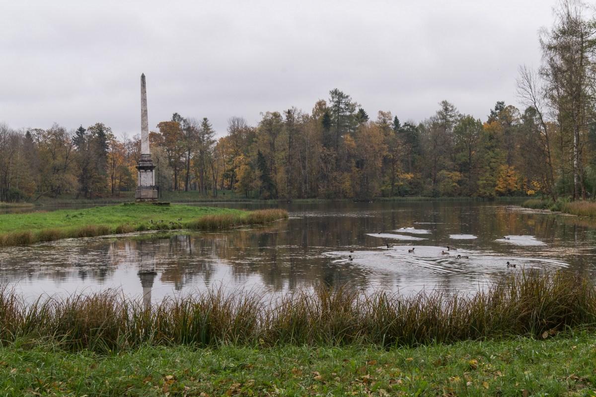 Гатчинский парк. Чесменский обелиск.