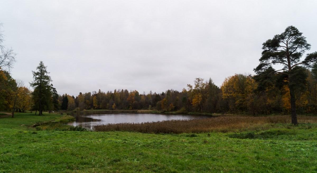 Гатчина.Фиькино озеро в Приоратском парке.
