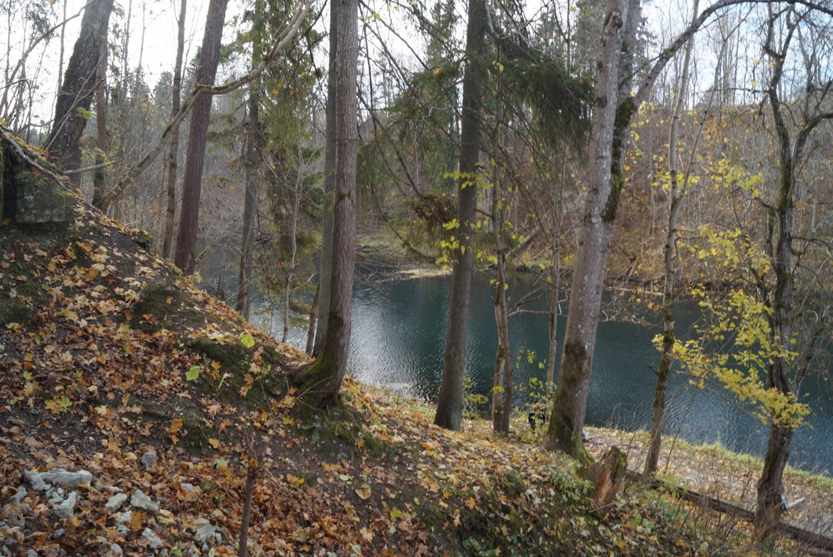 На озере в Лопухинке. Вид со стен каньона. Небесный цвет.