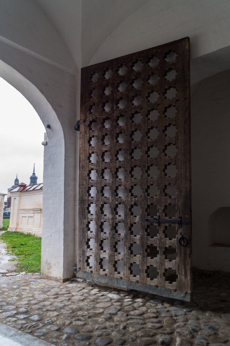 Кирилло-Белозерский монастырь. Ворота в Казанской башне.