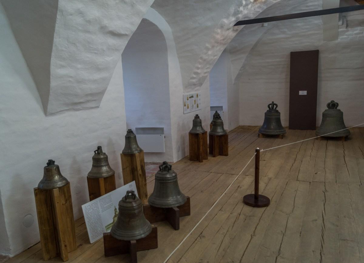 Кирилло-Белозерский монастырь. Экспозиция церковных колоколов.