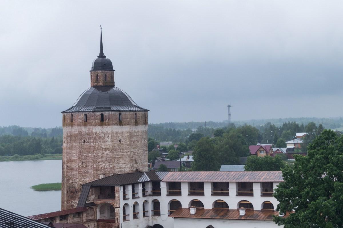 Кирилло-Белозерский монастырь. На колокольне. Большая Мереженная башня.