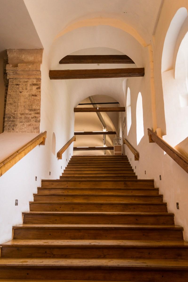 Кирилло-Белозерский монастырь. В Трапезную палату лестница.