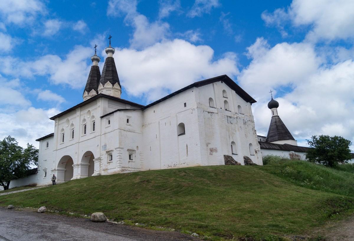 У Ферапонтова монастыря. Июнь.