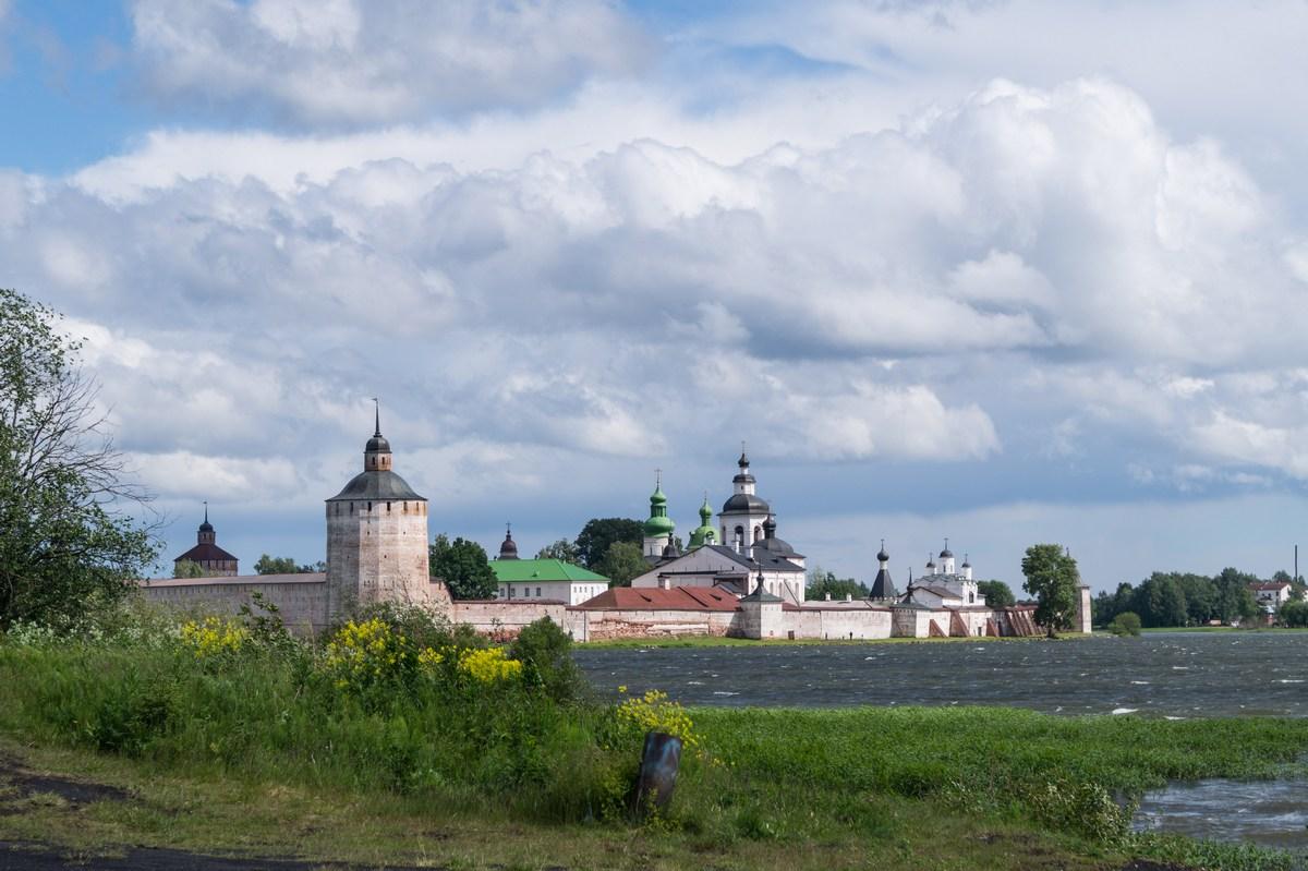 Кирилло-Белозерский монастырь на Сиверском озере.