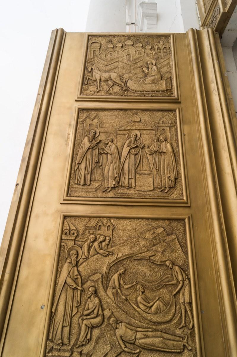 Варлаамо-Хутынский Спасо-Преображенский монастырь под Новгородом. Ворота. Житие Варлаама.