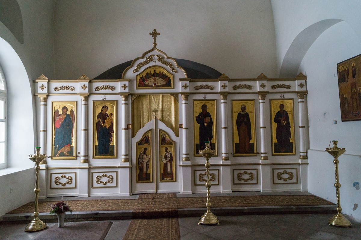 Спасо-Преображенский собор в Варлаамо-Хутынском монастыре. Малый иконостас в приделе.