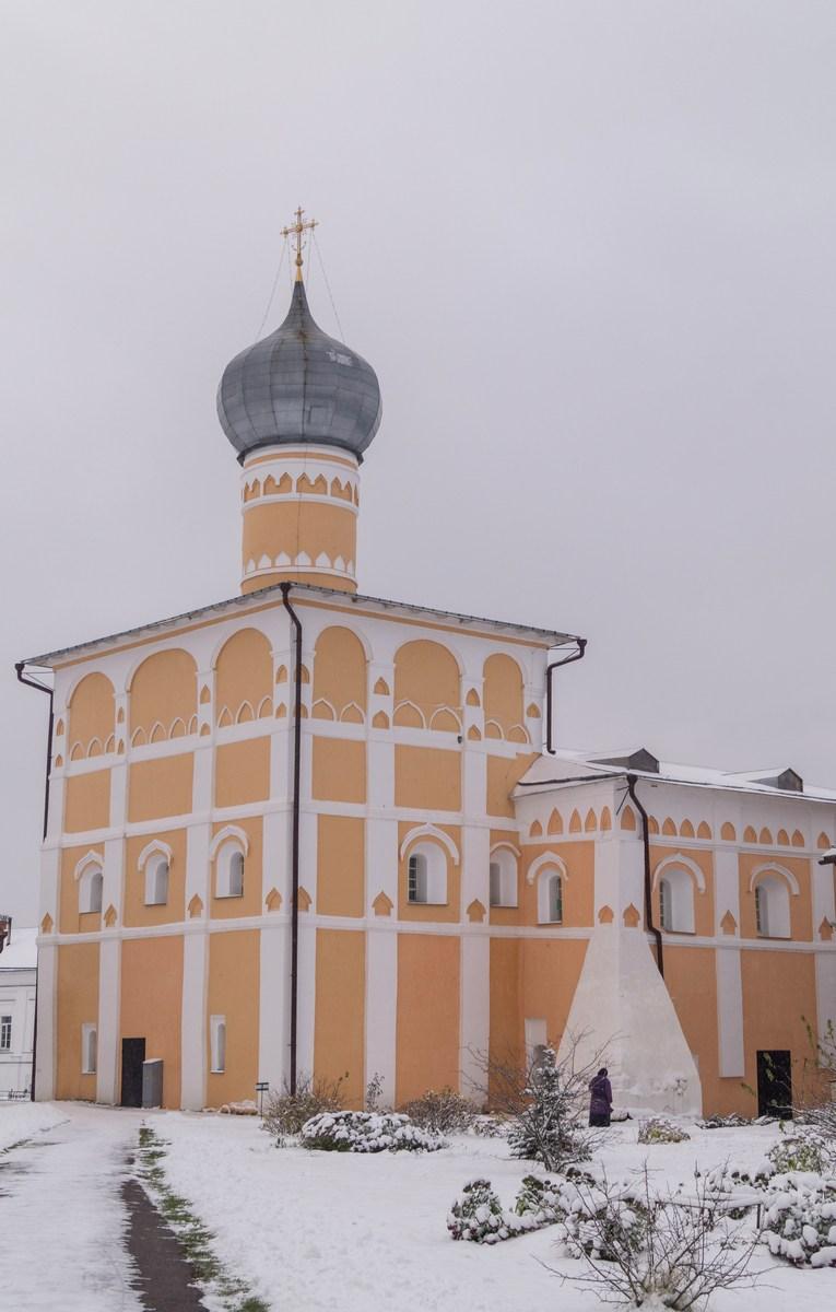 Варлаамо-Хутынский монастырь. Варлаамиевская церковь (1552).